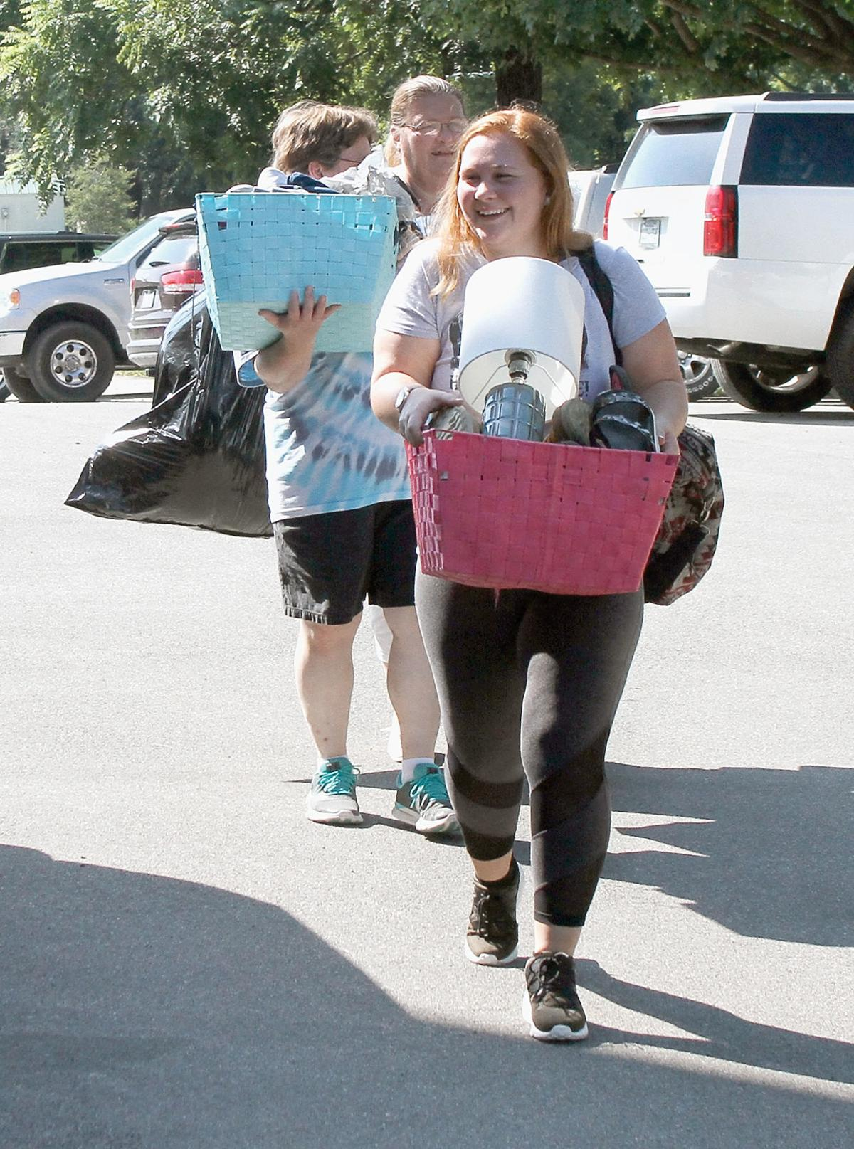Marissa Nelson moves in to Maryville College dorm