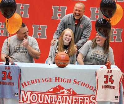 Lexi Patty signing