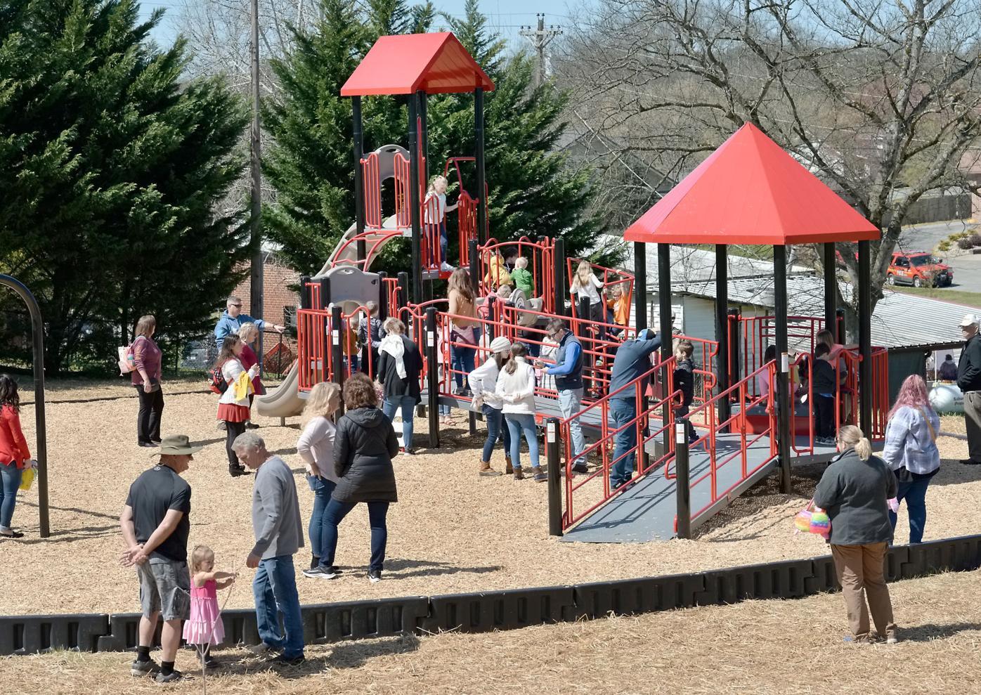 Friendsville Park Crowd
