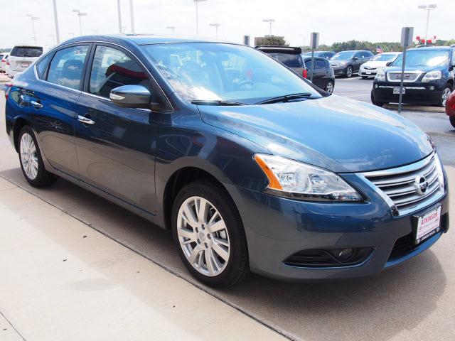 2014 Blue Nissan Sentra | Sedans | theeagle.com