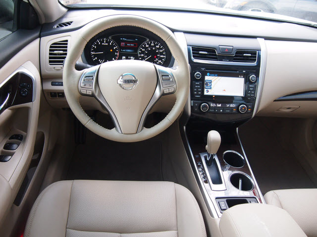 2013 White Nissan Altima Sedans Theeagle Com