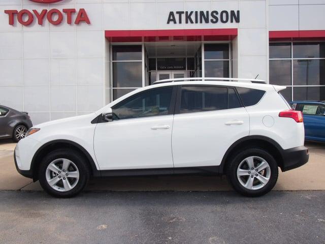 Toyota Dealer Chicago >> 2013 Super White Toyota RAV4 | SUVs | theeagle.com