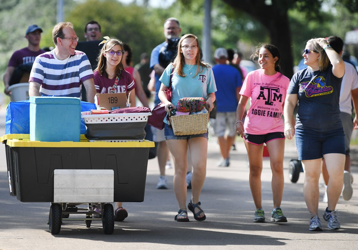 Students descend on Texas A&M campus to move, settle in for