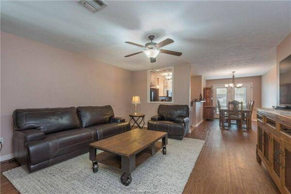 2 Bedroom Home in Bryan - $99,900