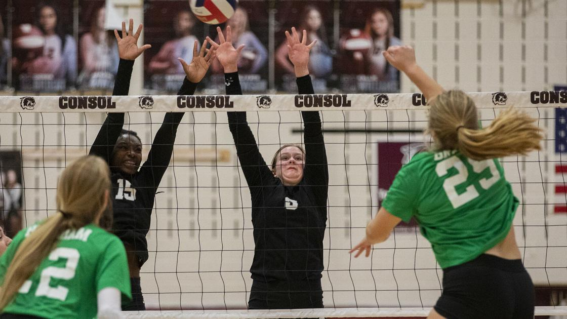 A&M Consolidated volleyball team loses to Brenham