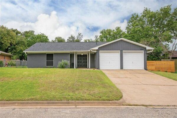 3 Bedroom Home in Bryan - $215,000