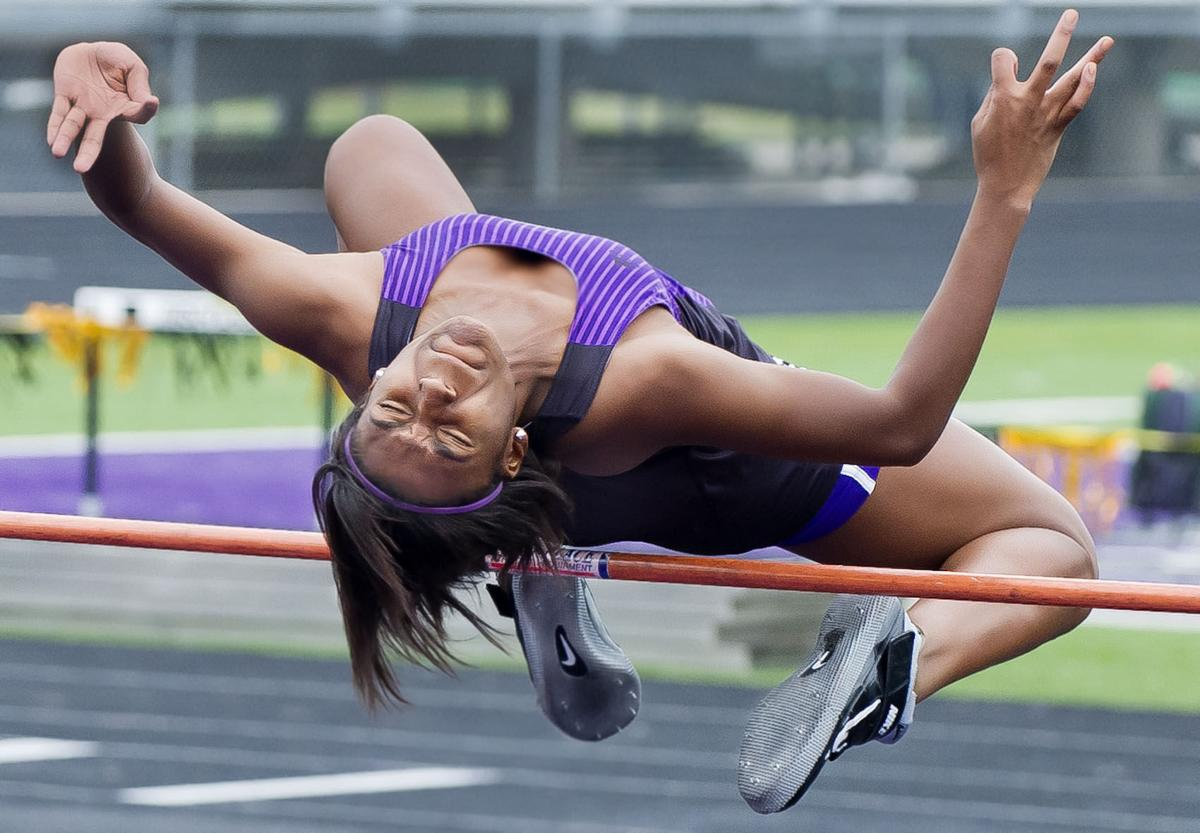 College Station Track Teams Take Early Leads At 18 5a Meet
