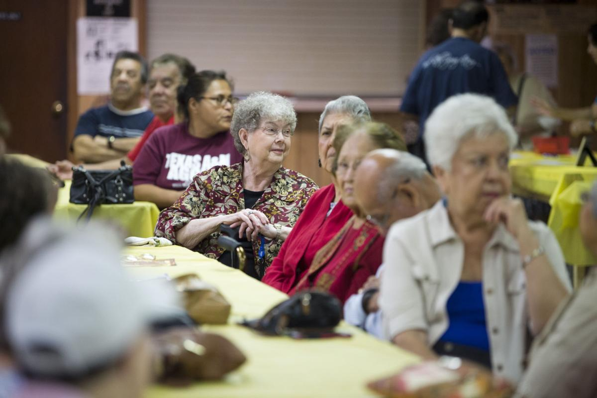 Amigos del valle de brazos 39 thanksgiving potluck lunch - Contactos cerdanyola del valles ...
