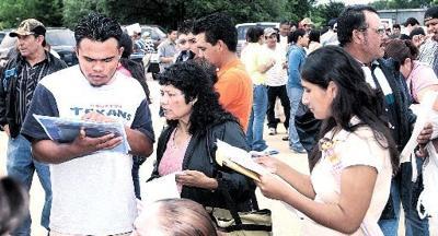 Hundreds apply for consular cards