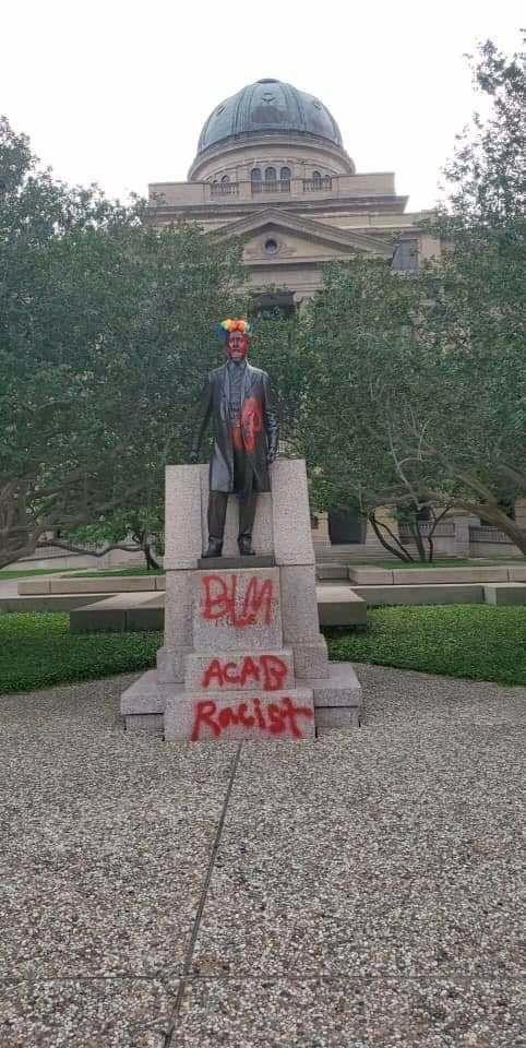 Sul Ross statue vandalized