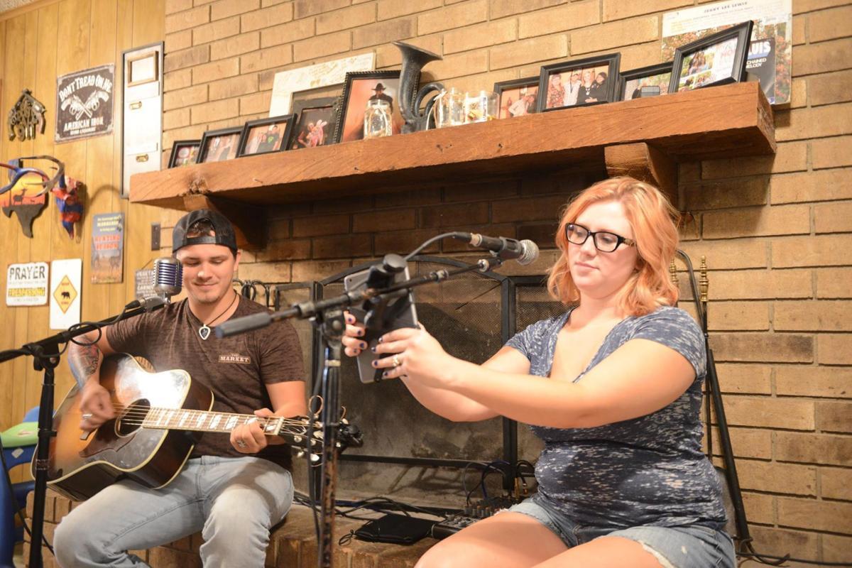 Singer gives 2 Rockdale  musicians  scholarship