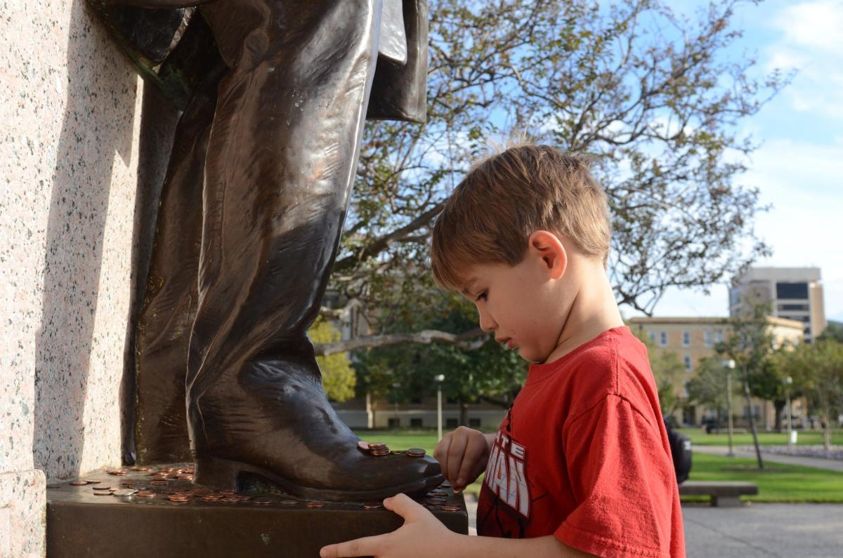Aggies unite to welcome Marine vet, 6-year-old son to Aggieland