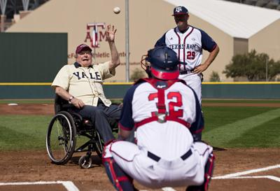 Bush 41 Throws Out Ceremonial First Pitch At A M Yale Game