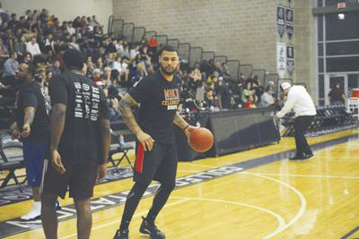 Former Texas A&M athlete Mike Evans gives back to community with $2K scholarship