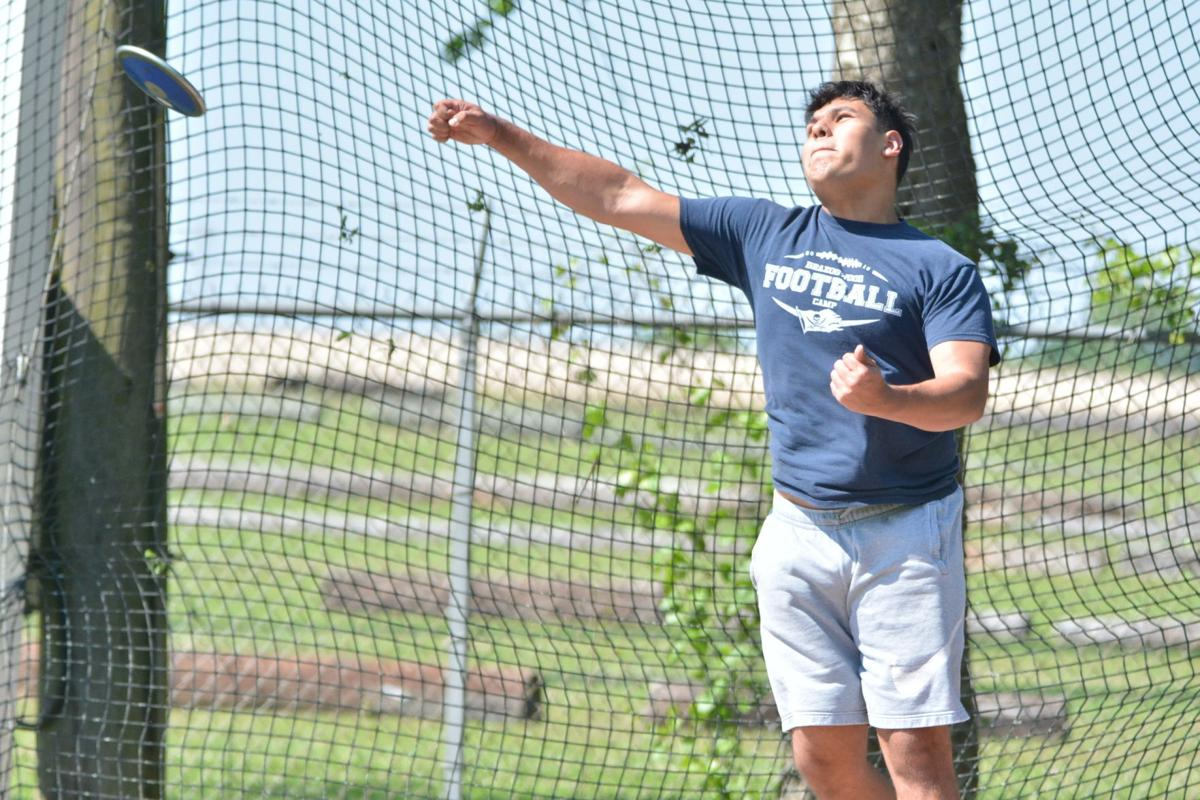 B'wood's Dominic Escamilla Throwing