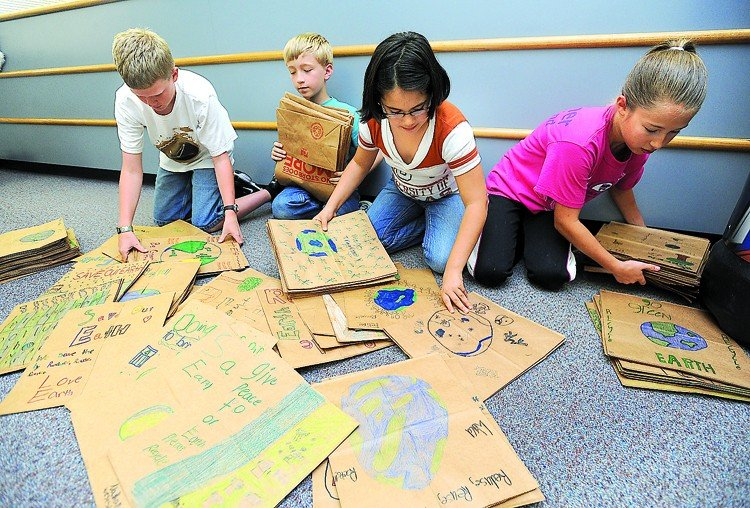 EARTH TO KIDS Angleton Students Color Paper Bags To Spread
