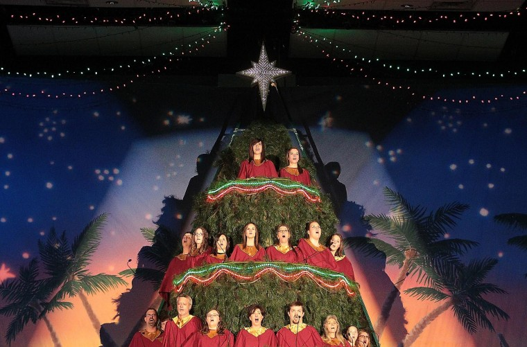 Singing Christmas Tree: A Story To Share