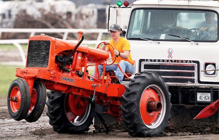090217_4Daily_TractorPull_001_bjs.jpg