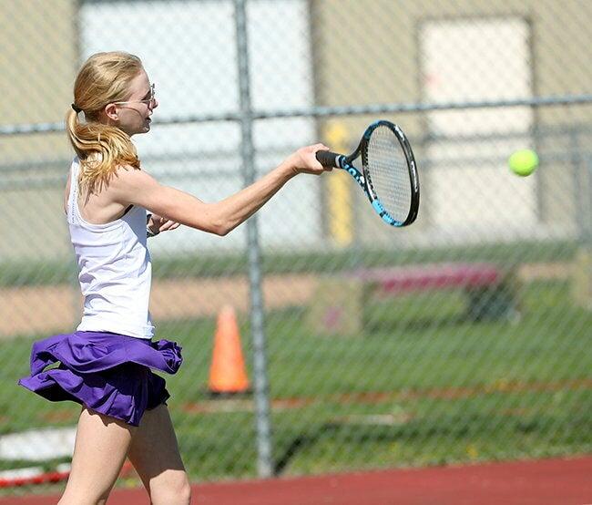 043021 GISH tennis 1 annika staab 1