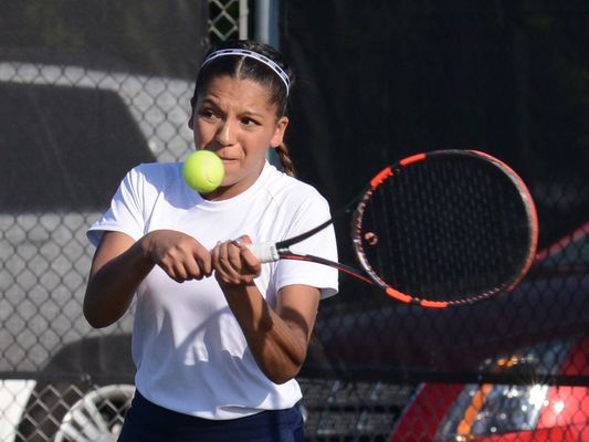 Wolves, Slicers to meet in tennis sectional final