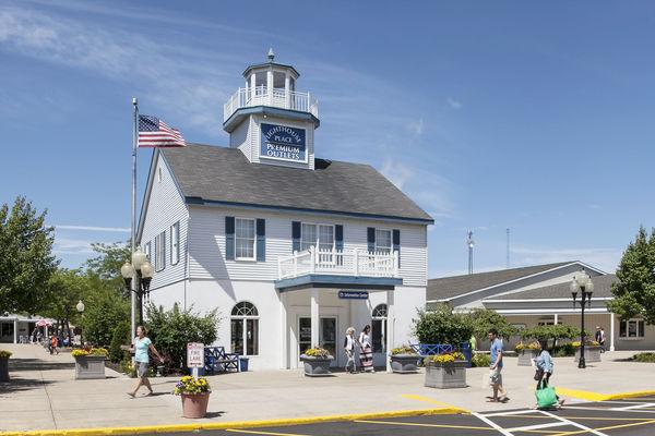 Lighthouse Place names new marketing, biz director
