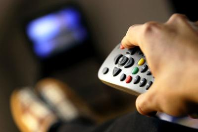 Belly up to the TV: Binge watching could lead to more stomach fat