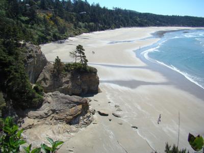 Seal_Rock_on_the_Oregon_Coast_-_Robin_Marshburn_(11409295375).jpg