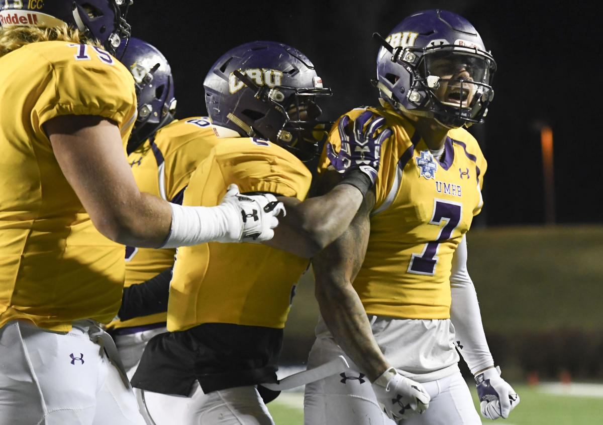 Mary Hardin-Baylor beats Wis.-Oshkosh 10-7 for D3 title