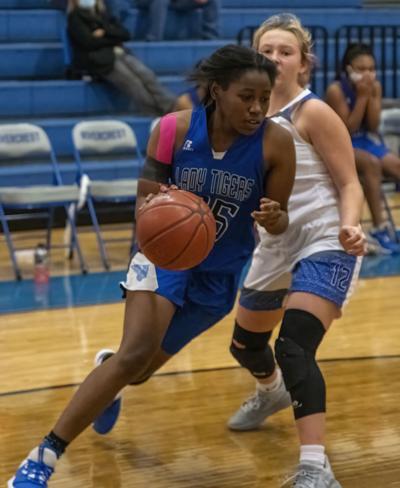 01-10 clarksville girls basketball