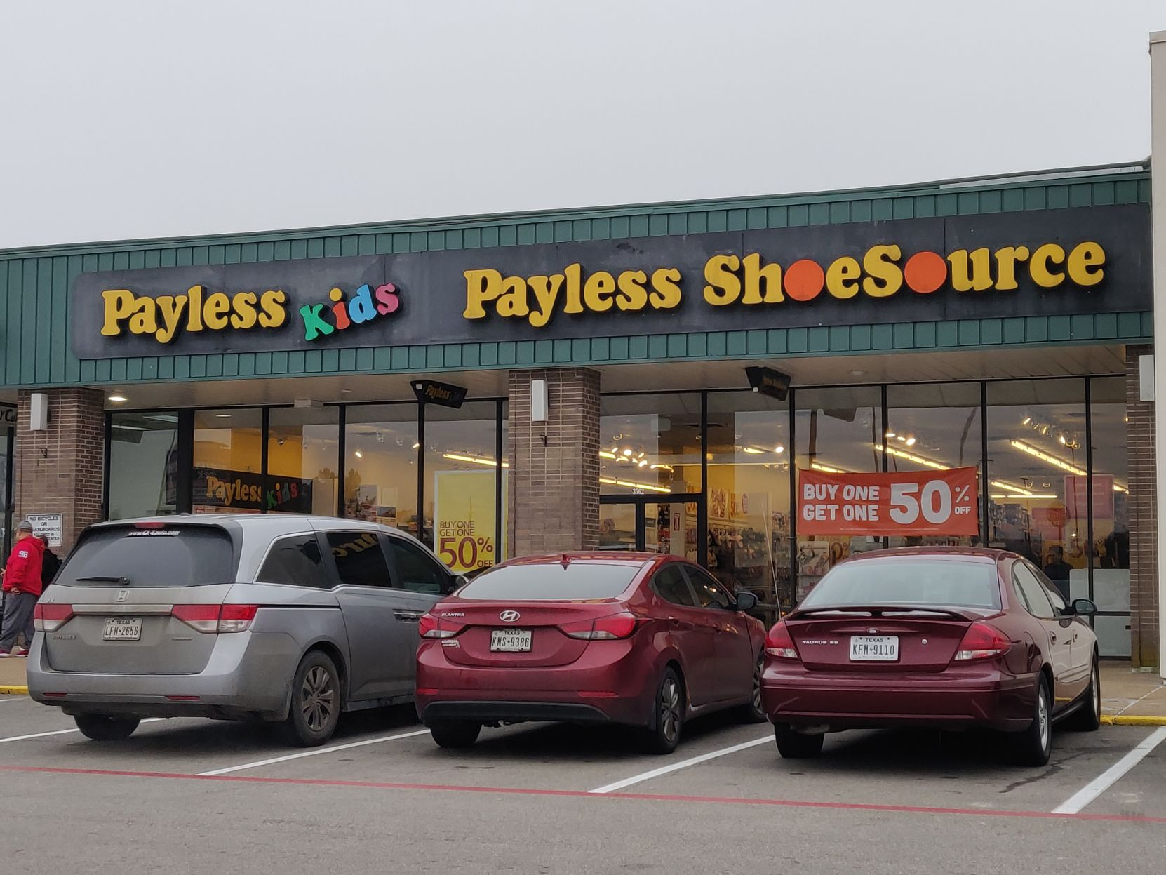 Paris Payless ShoeSource in countdown