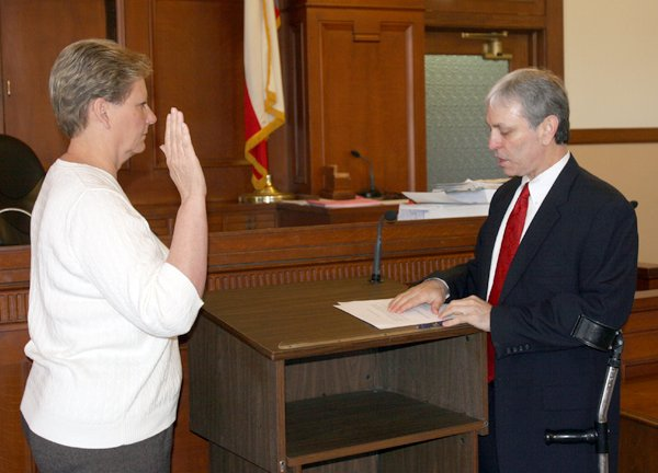 Newly elected officials take oaths of office in Lamar ...
