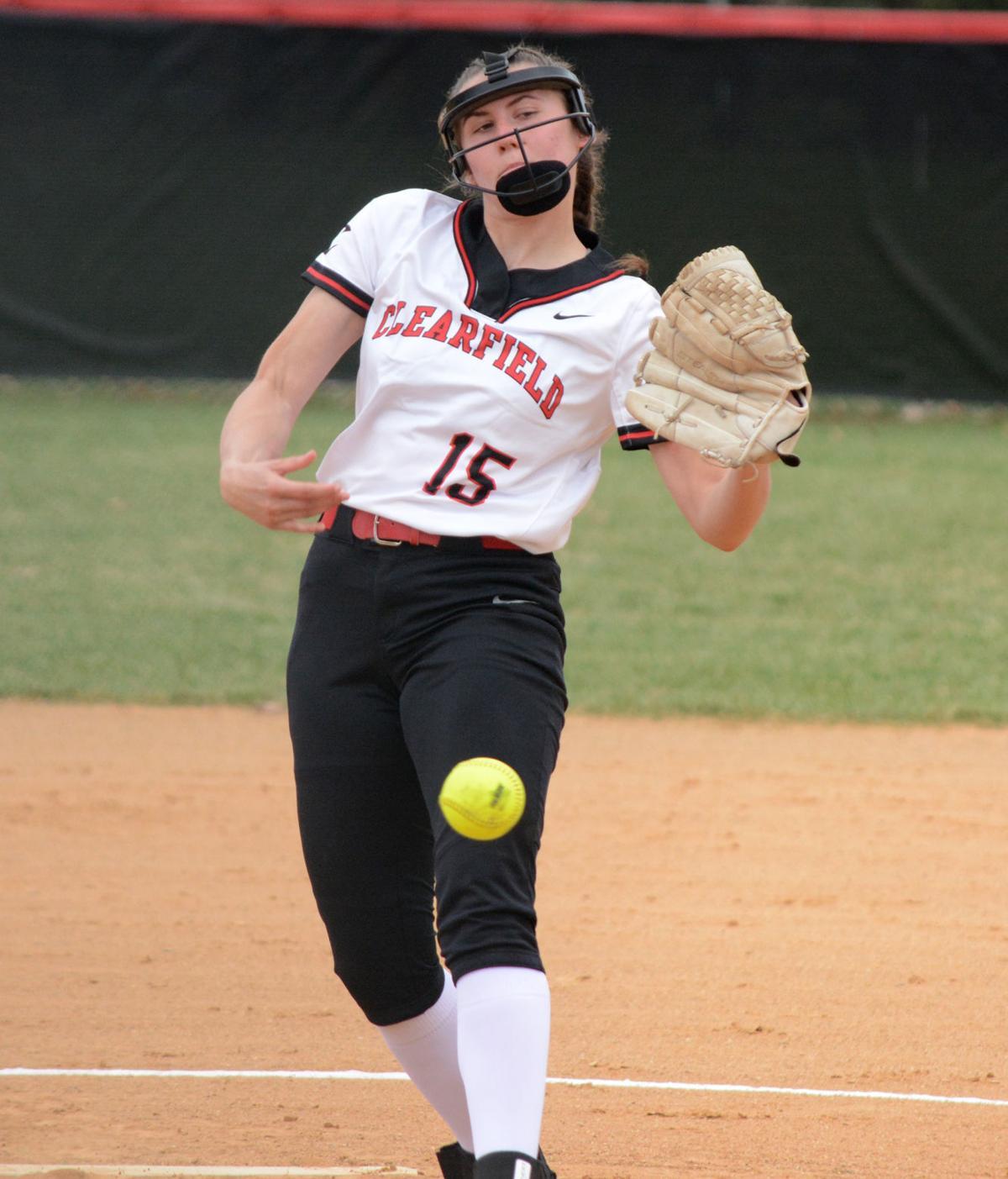Emma Hipps pitching