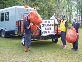 County inmates fight litter problem | News | therandolphleader com