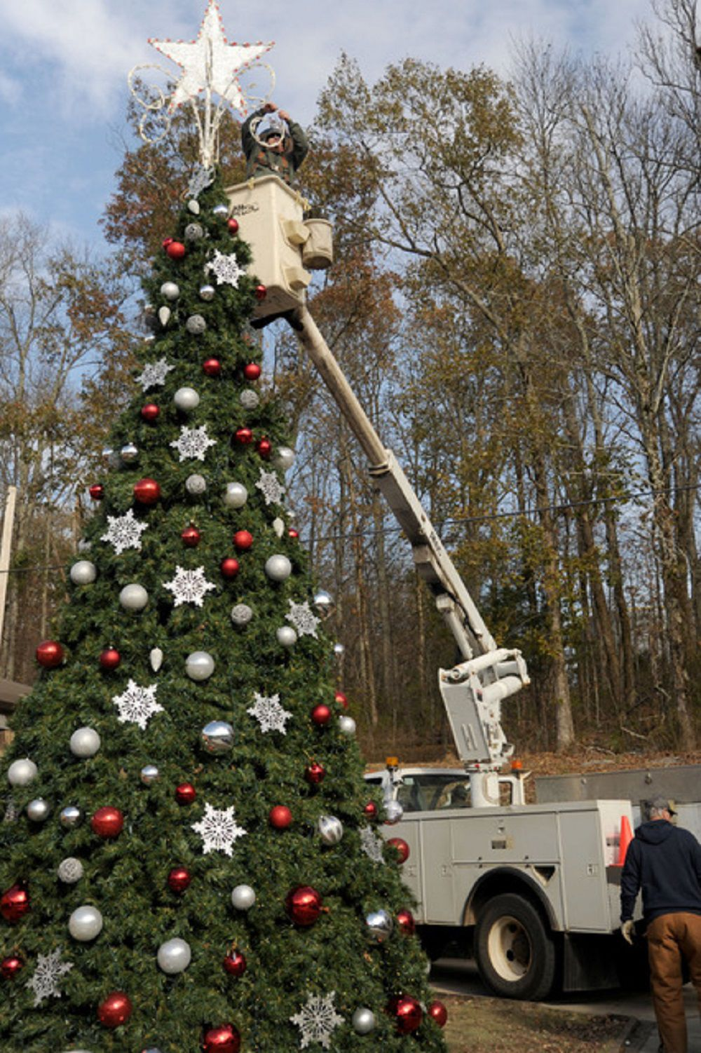 Treelighting 2 bucket truck.jpg