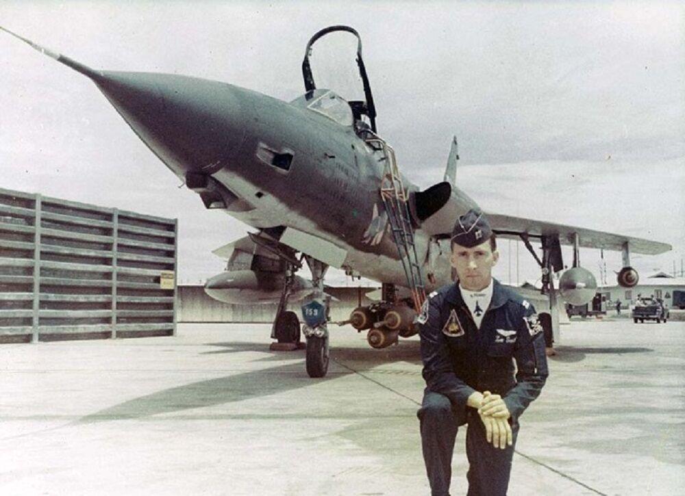 Vietnam veteran Lee Smith 2 fighter pilot.jpeg