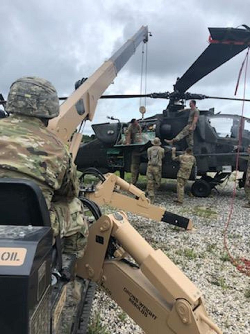 Ground 1 Soldiers at Apache helicopter.jpg