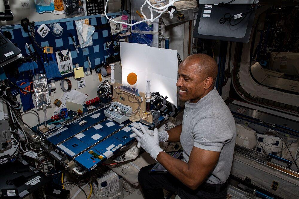 Science experiments 2 astronaut.jpg