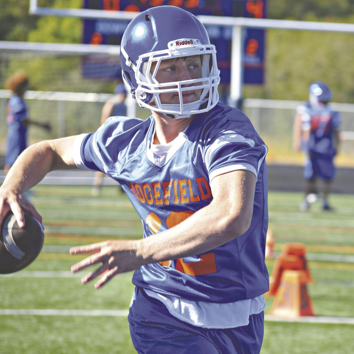 ridgefield football returning stars need supporting cast to