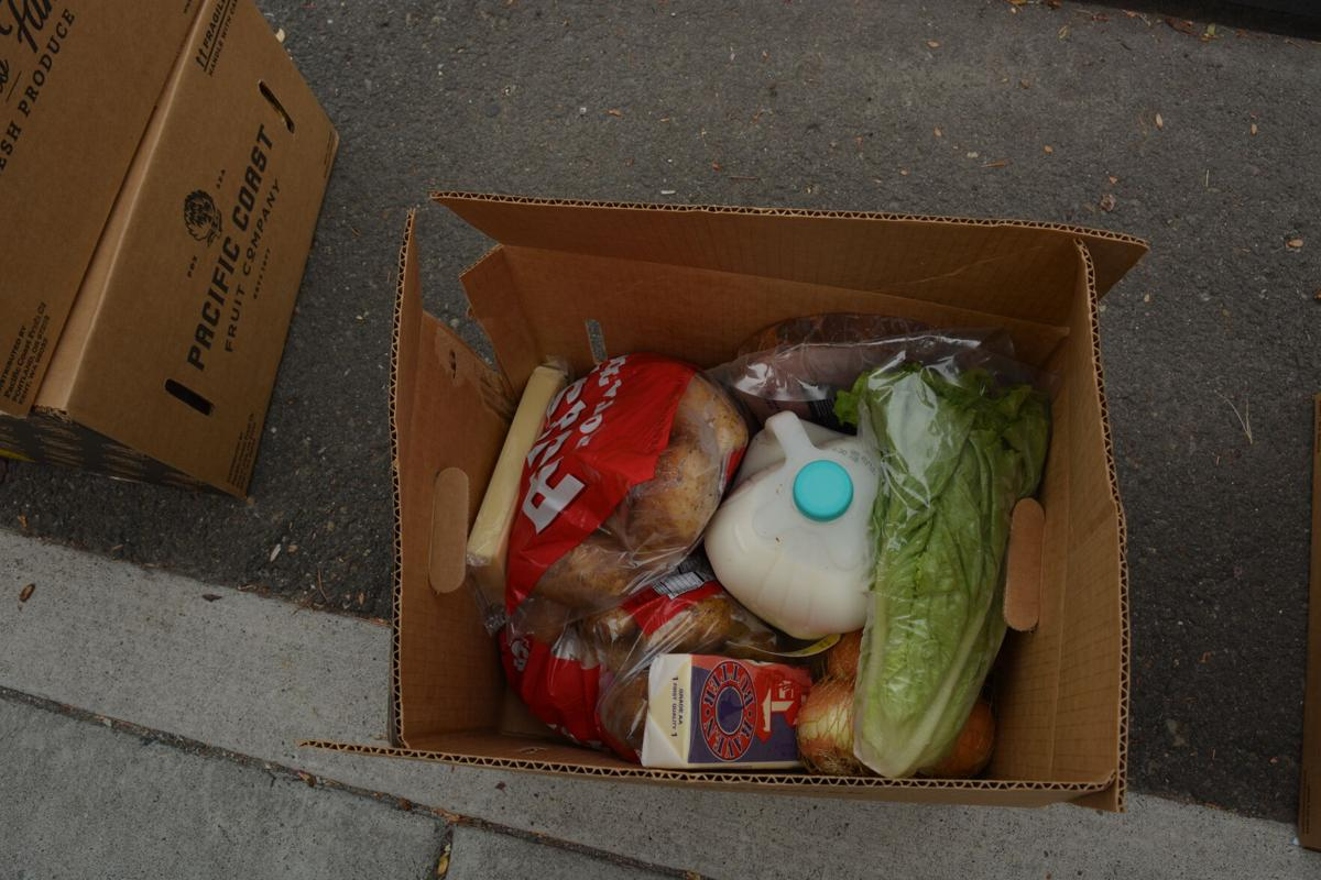 200926.News.FoodBoxes.Ck.2..JPG