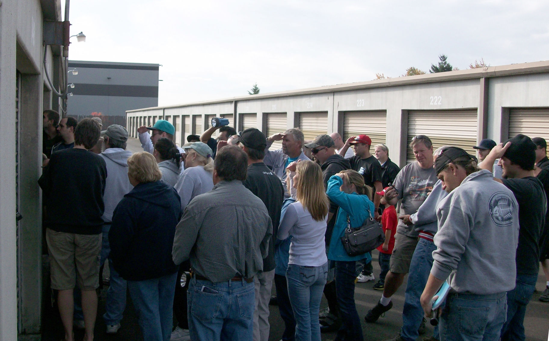 Storage unit treasure hunters attempt to see whatu0027s inside a unit at a past Clark County auction. Buyers are not allowed to go inside or touch anything in ... & Sold!: Storage units auction scheduled this week in Clark County ...