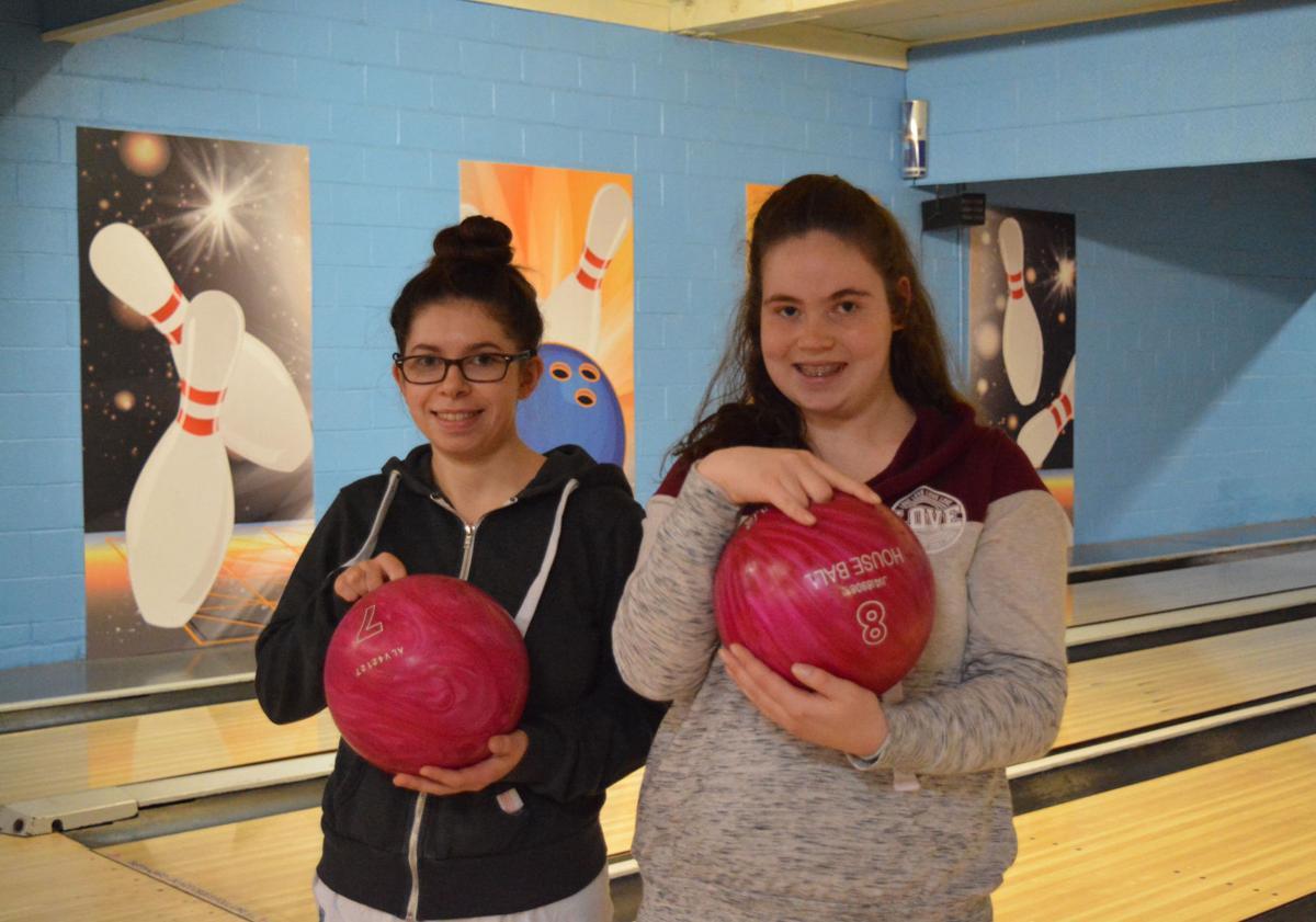 181128.sports.bowling.DT.1.jpg