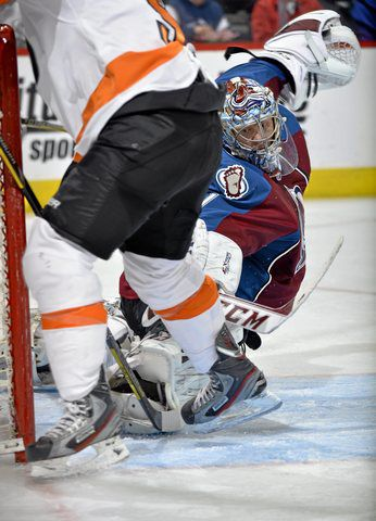 Varlamov, Avalanche end Flyers' four-game win streak