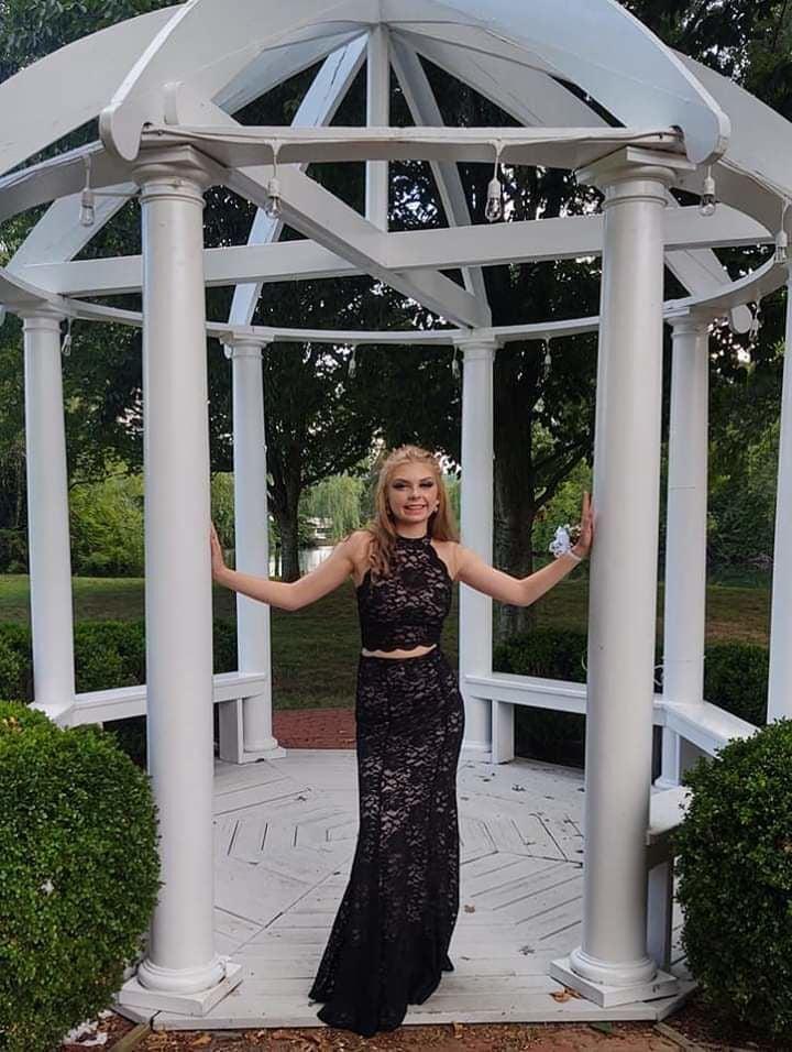 VHS Junior prom held at Surgoinsville's new Sayrah Barn