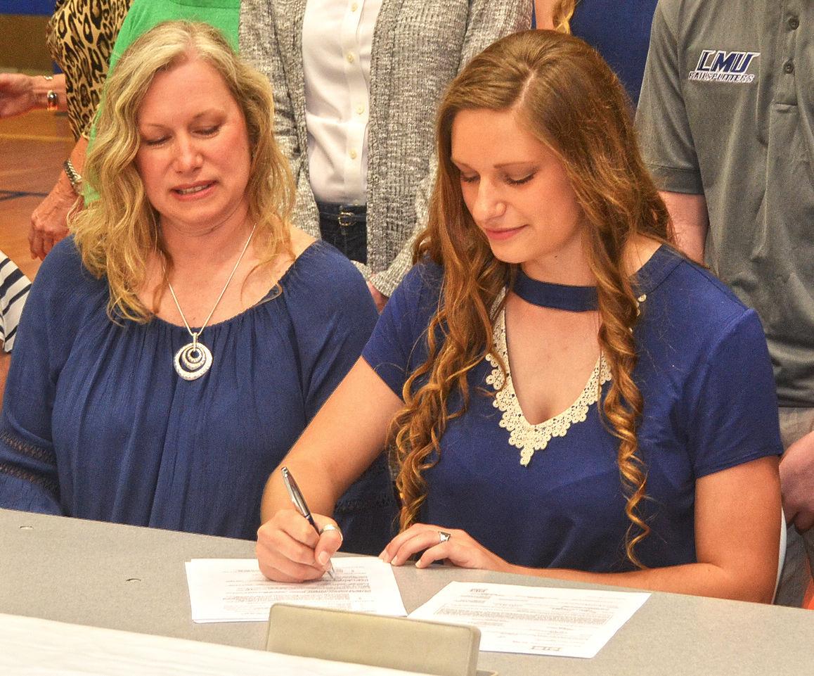 Salyers signing