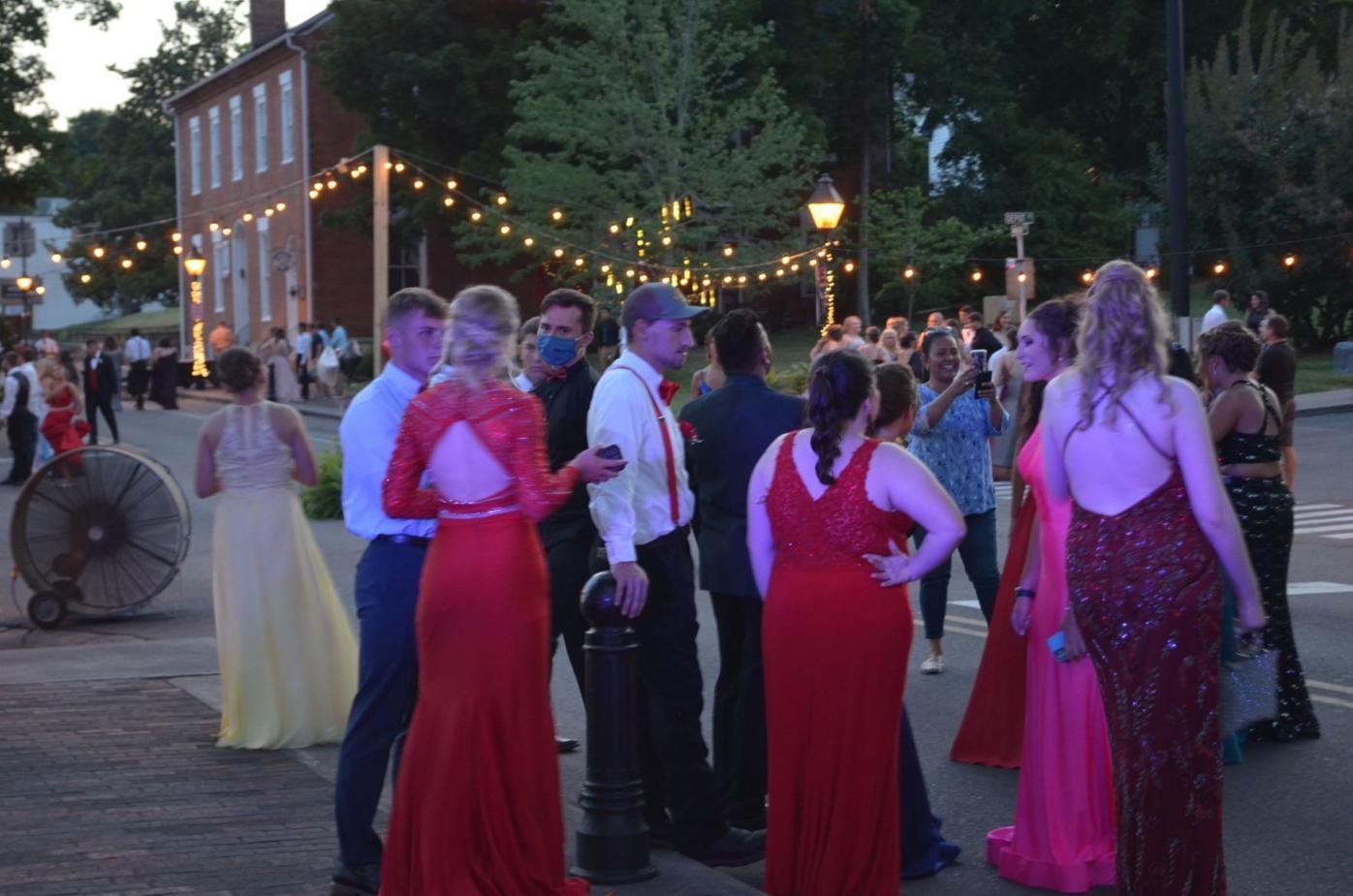 Cherokee High School students enjoy community prom under the stars