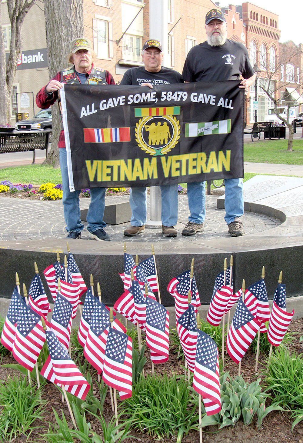 514392cde64 Local veterans pause to remember those who served in Vietnam ...
