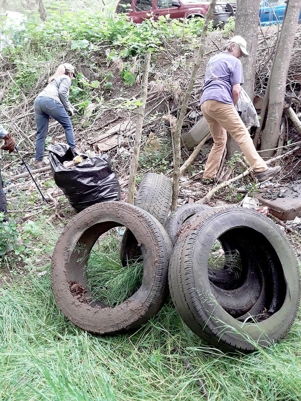 Volunteers clean up the Holston