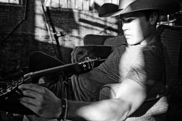 FLIPSIDE Dustin Lynch