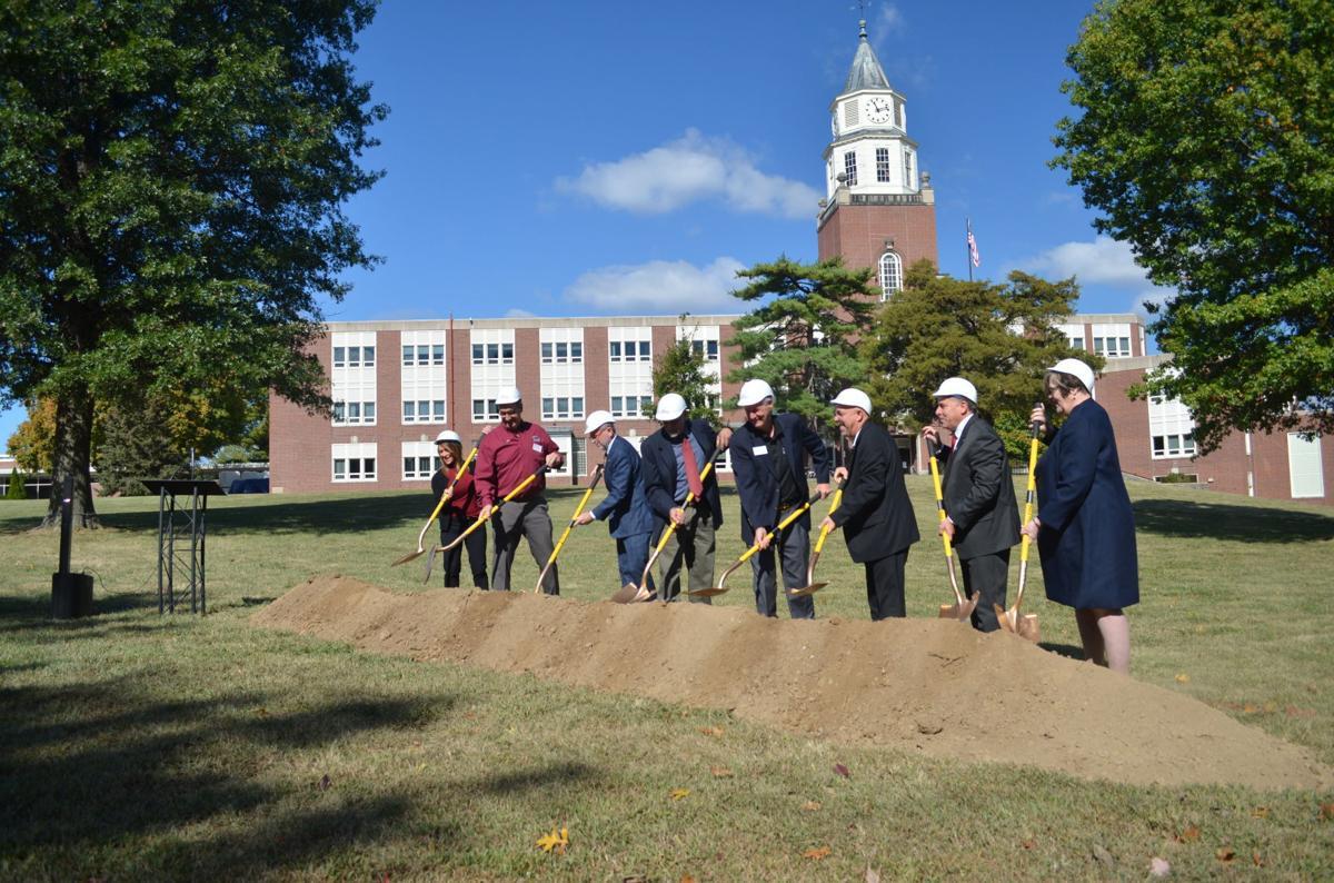 SIU Carbondale inaugurates Alumni Plaza