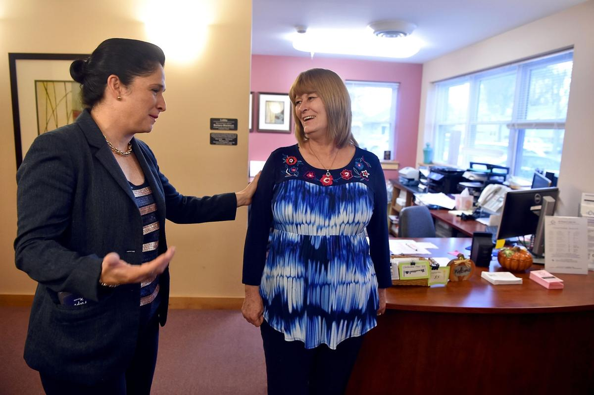 Mendoza visits The Women's Center in Carbondale